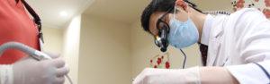 診療中の歯医者