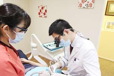 ラバーダムを使って虫歯を治療する