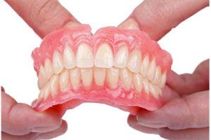 精密な義歯(入れ歯)