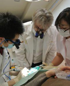 Dr. David Thoburn と清水雄一郎と山縣純子