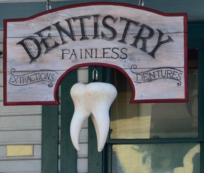 古い歯医者の看板